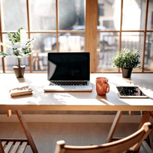Top 6 Essential Oils for Diffusing in Your Home Office